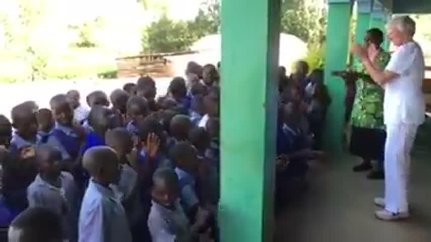 Ange Singing with Kids_25349716-159532