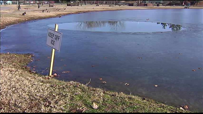 Signs Warning the Dangers of Ice_26719489
