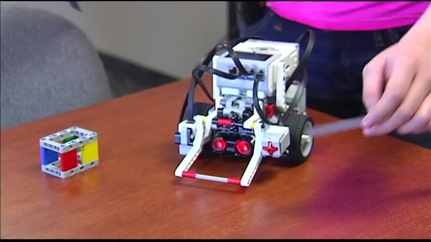 Students Build Robots in -Virtual Academy-_26525013