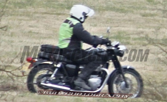 triumph-bonneville-spy-photo2