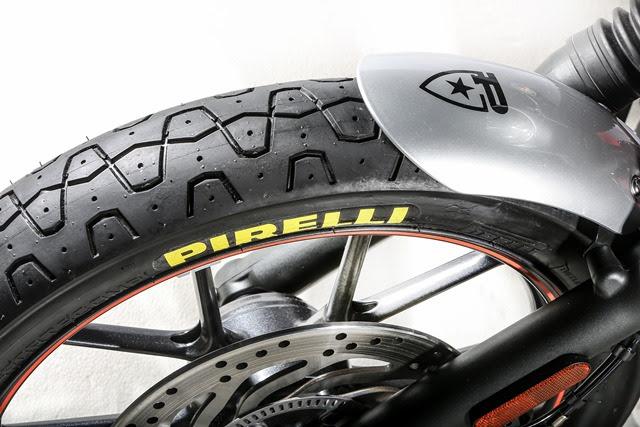 pirelli-phantom-sportscomp-triumph-bonneville-street-twin-by-pirelli-3