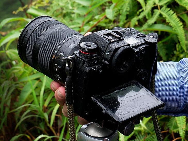 Panasonic Lumix DC-S1R + 24-105mm - Kit Appareil Photo et Objectif