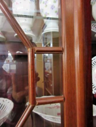 Vitrine mit tollen Glastüren
