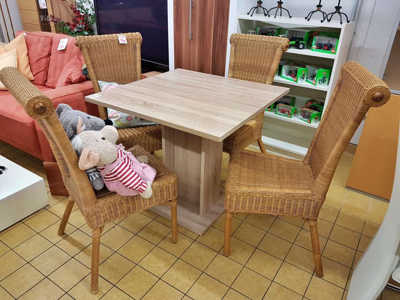 Tisch Holz 4 Stühle Rattan