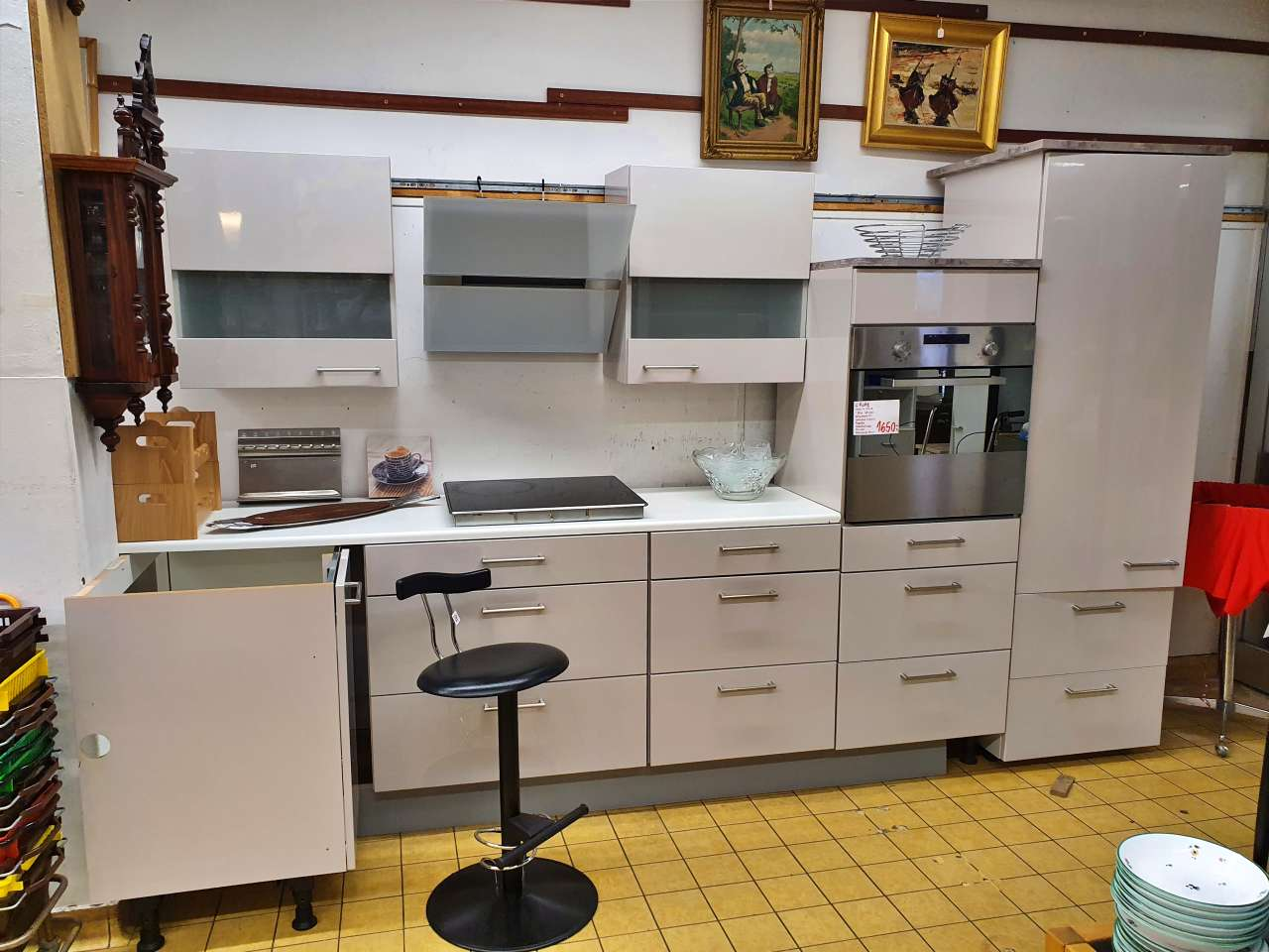 Einbauküche mit E-Geräten taupe hell