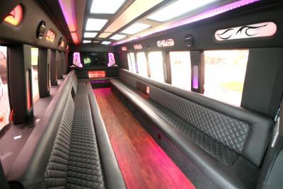 limo-coach-22-passenger-TT-39-01