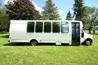 limo-coach-22-passenger-TT-44-19