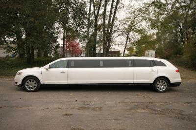 2014-MKT-Lincoln-Town-Car-120_SUV-Limo-02
