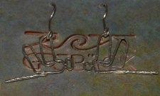 Kajsa Grebäcks handgjorda silverörhängen, trollsländor från sidan, finns i flera olika varianter, där de minsta är 1,5 cm och de största 4,5 cm. 450 kr.