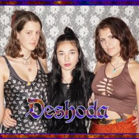 Dashoda Up and coming 3 piece vocal harmony group 'DESHODA' : Kuwani Li - Audrey Spence - Daisy Larkin