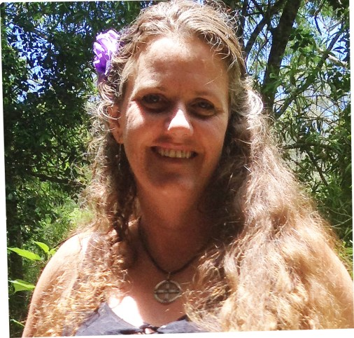 kellie-in-the-bush-garden