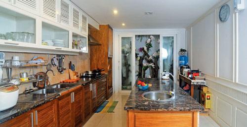 Phía cuối bếp có một khoảng dành cho trang trí.