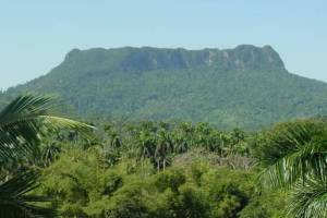 Yunke Montain in National Park Humboldt by tropicalcubanholiday.com