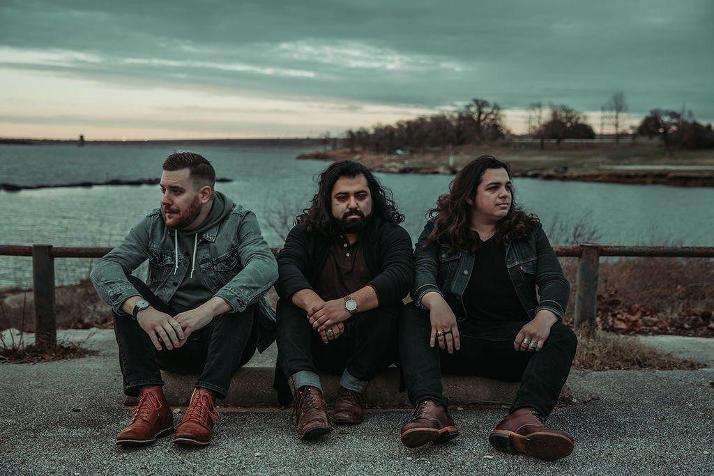 Lost at Sea: Banda de Texas, USA que mezcla elementos del emo, pop-punk y post-hardcore. Banda destacdaa d ela semana en Sábado Internacional, un programa de Tropical Punk Records