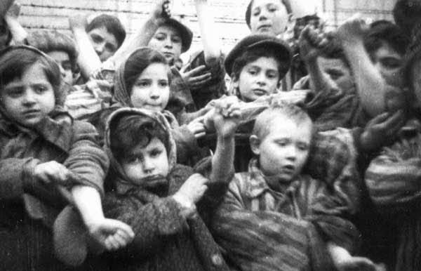 FOTOGRAFÍA ANTIGUA DE NIÑOS EN AUSCHWITZ