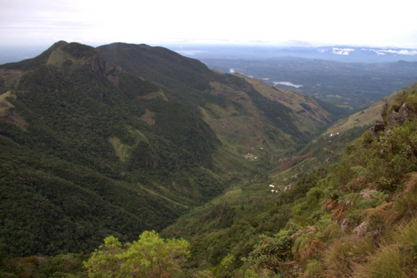 VISTAS DESDE EL LESSER WORLD'S END EN HORTON PLAINS