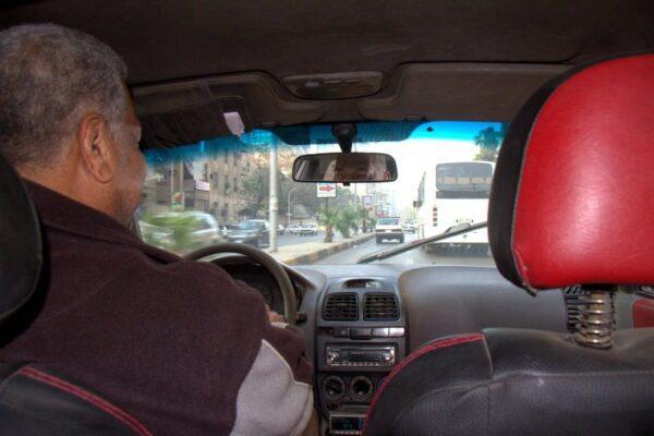 EN EL TAXI A LA ESTACIÓN DE AUTOBUSES DE MUNIB EN EL CAIRO