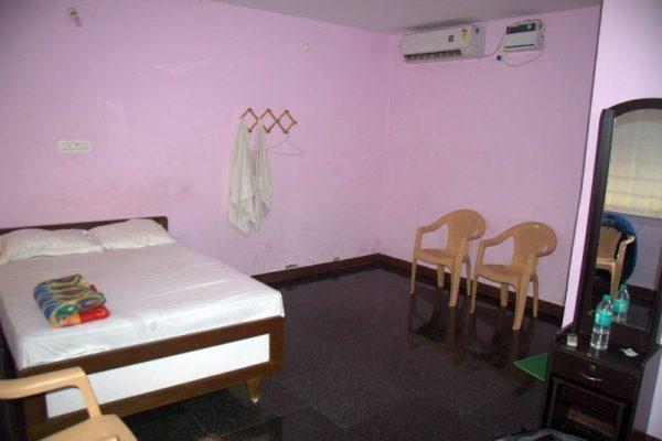 HABITACIÓN DEL RAIMBOW GUEST HOUSE EN MAHABALIPURAM