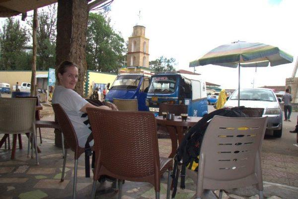 TOMANDO CAFÉ EN HARAR