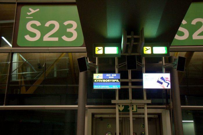 PUERTA DE EMBARQUE EN EL AEROPUERTO DE ADOLFO SUAREZ, MADRID