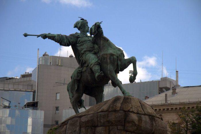 ESTATUA EQUESTRE DE BOHDAN, COSACO MÁS IMPORTANTE DE UCRANIA, KIEV