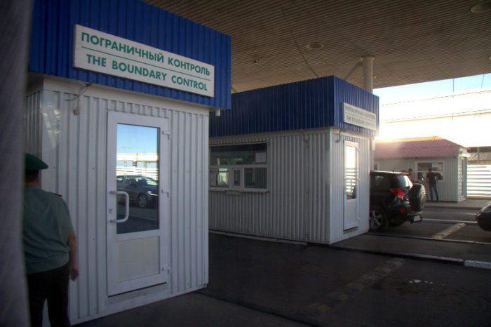 CONTROL DE PASAPORTES EN LA FRONTERA DE TRANSNISTRIA