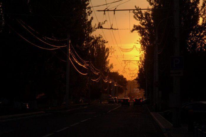 ATARDECER EN LA AVENIDA 25 DE OCTUBRE, TIRASPOL