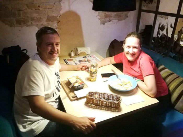 CENANDO EN EL RESTAURANTE MAMA MIA, KIEV