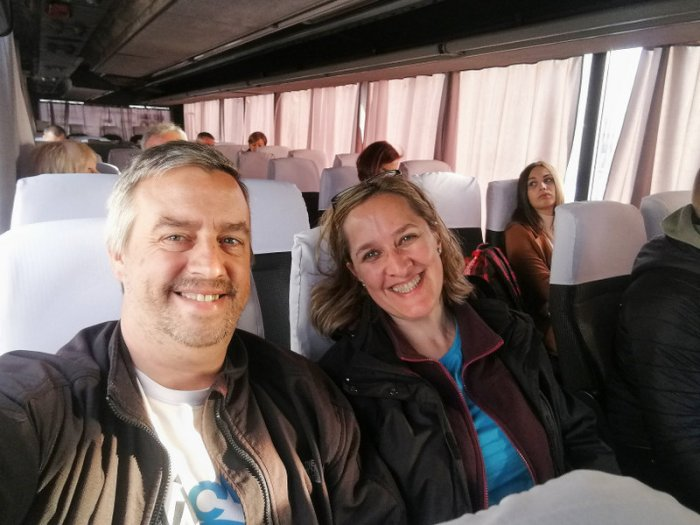 BEATRIZ Y JORGE EN EL AUTOBÚS SKY BUS RUMBO AL AEROPUERTO DE KIEV