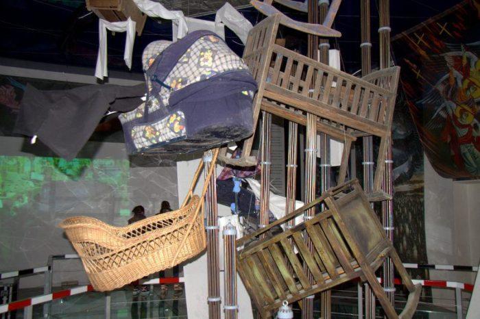 SILLAS DE BEBÉ EN EL MUSEO EN CHERNOBYL
