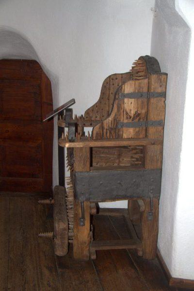 SILLA DE TORTURA EN EL CASTILLO DE BRAN, DRÁCULA