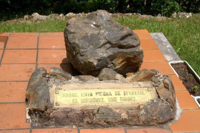PIEDRA DEL ÁNGEL EN EL SANTUARIO MARIANO DE SAN SEBASTIÁN DE GARABANDAL