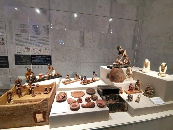 FIGURAS HACIENDO PAN EN EL MUSEO NMEC EN EL CAIRO