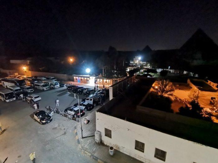 MUCHA POLICÍA EN LA ENTRADA DE LAS PIRÁMIDES EN GIZA