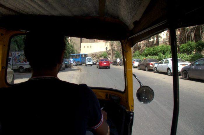 EN TUC TUC PARA COMER SHAWARMA EN EL CAIRO