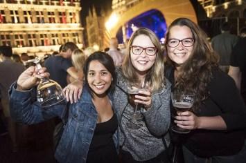 Drie mooie dames op de Bollekesfeesten