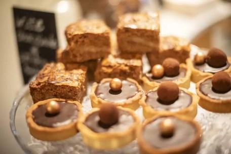 Lekkere gebakjes in Amici Coffee and Books Antwerpen