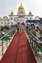 Bezienswaardigheden New Delhi - Gurudwara Bangla Sahib buitenkant