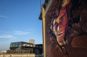 Corona in Antwerpen - Streetart Bocadero