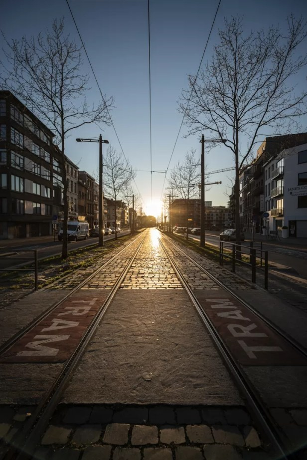 Corona in Antwerpen - Londenstraat zonsondergang