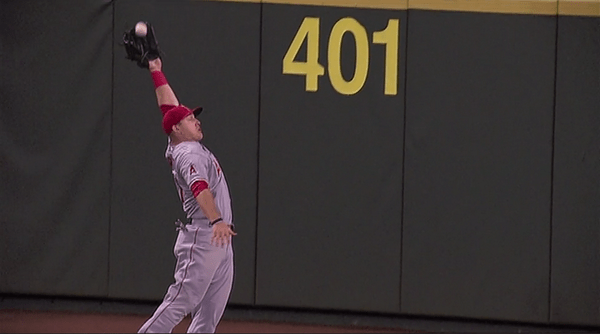 Mike Trout no look catch in Seattle