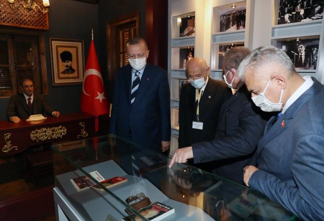 Cumhurbaşkanı Erdoğan'dan Türkeş'in doğduğu müze eve ziyaret