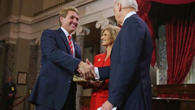 Jeff Flake ve ABD Başkanı Joe Biden.