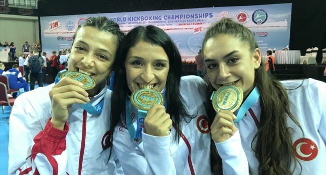 """Kick boksun """"Altın kızları"""" Dünya Şampiyonasını zirvede bitirdi"""