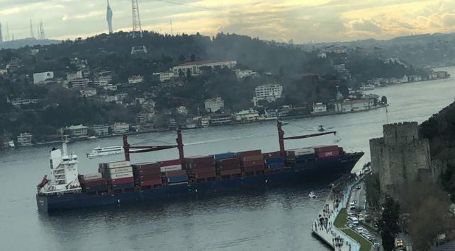 İstanbul Boğazında bir yük gemisi kıyıya çarptı