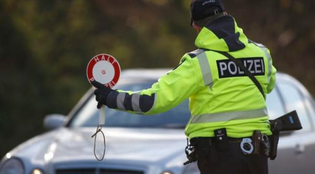 Belçikada ırkçı polis Müslümanları hedef aldı