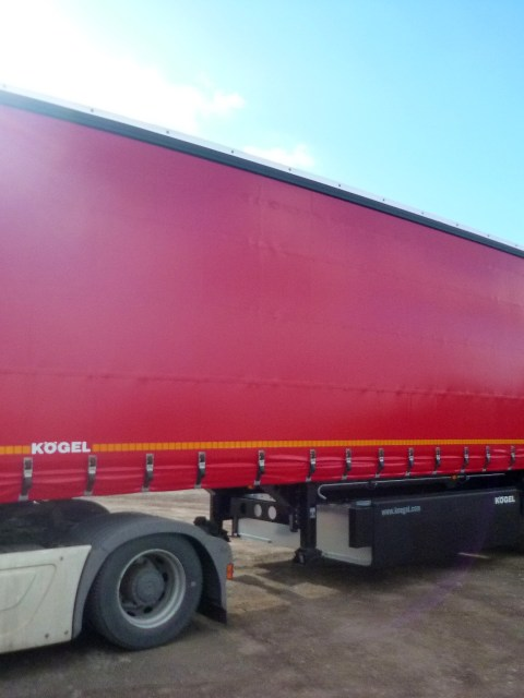 Curtainsider_01