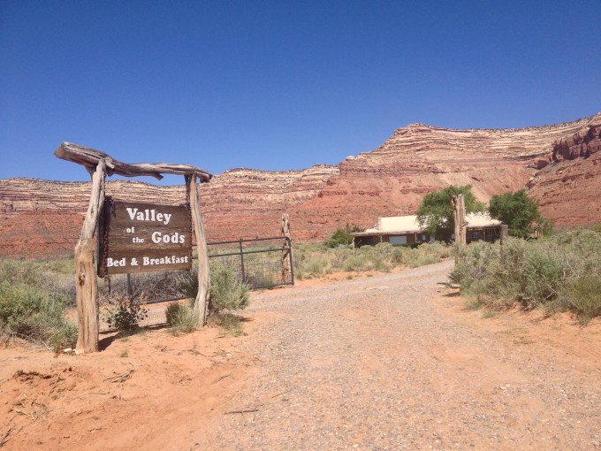Utah's Valley of the Gods - Bed and Breakfast - Truck Camper Adventure