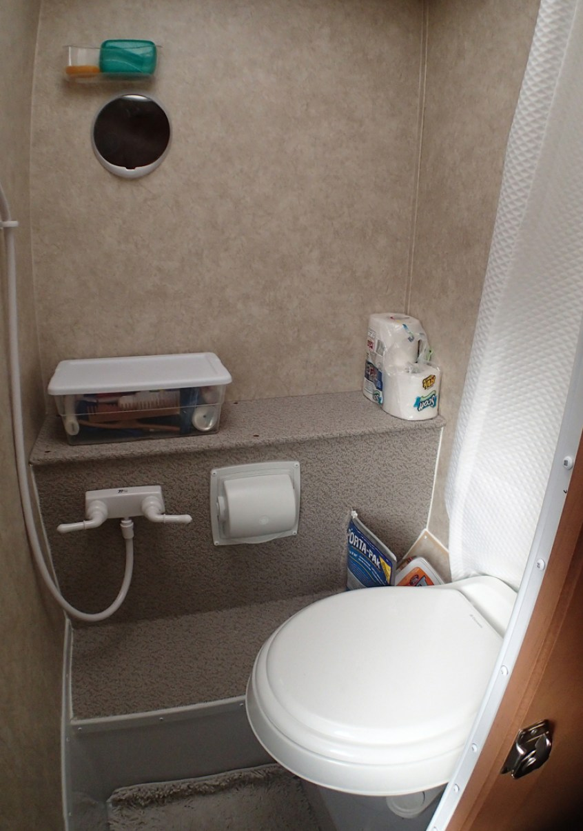 Adventurer 80RB Bathroom