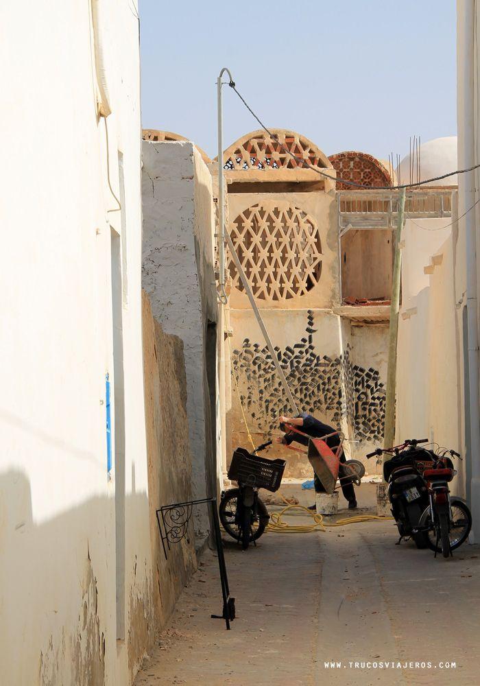 Calligraphic street art Tunisia
